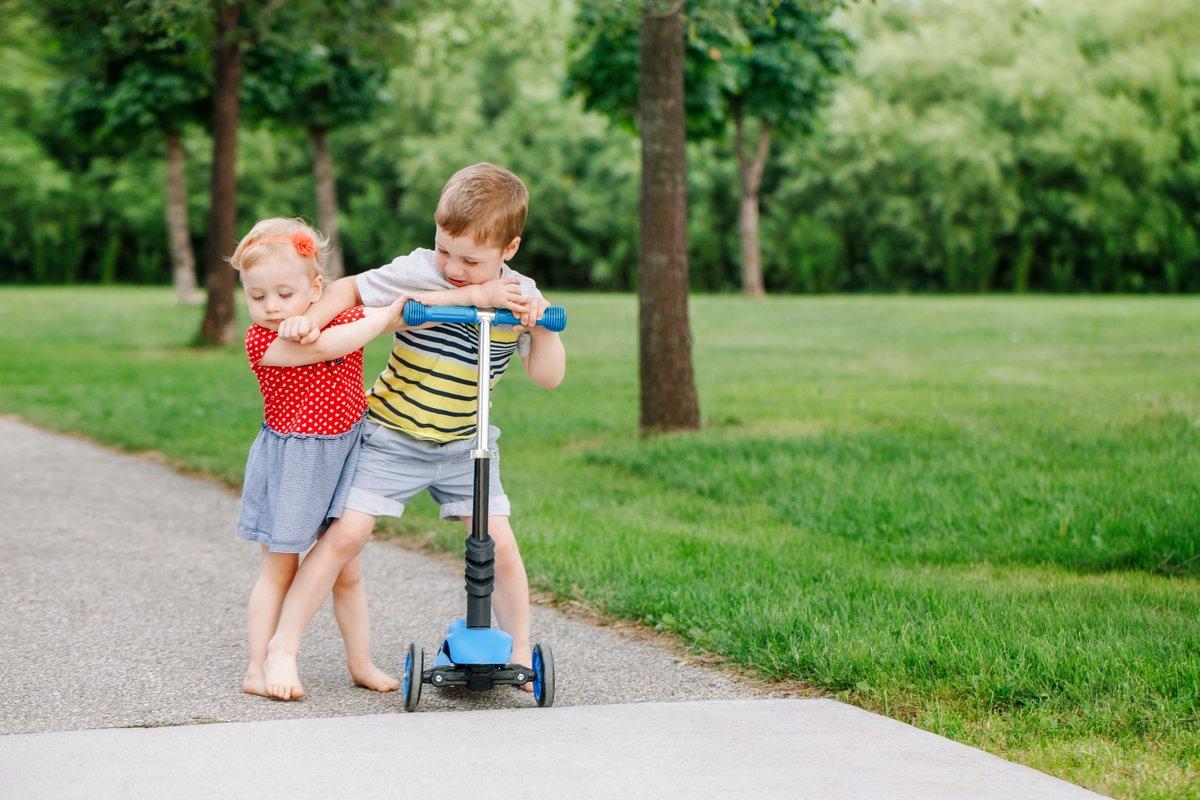 SiblingsSharing.jpg
